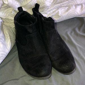 Black velvet booties !